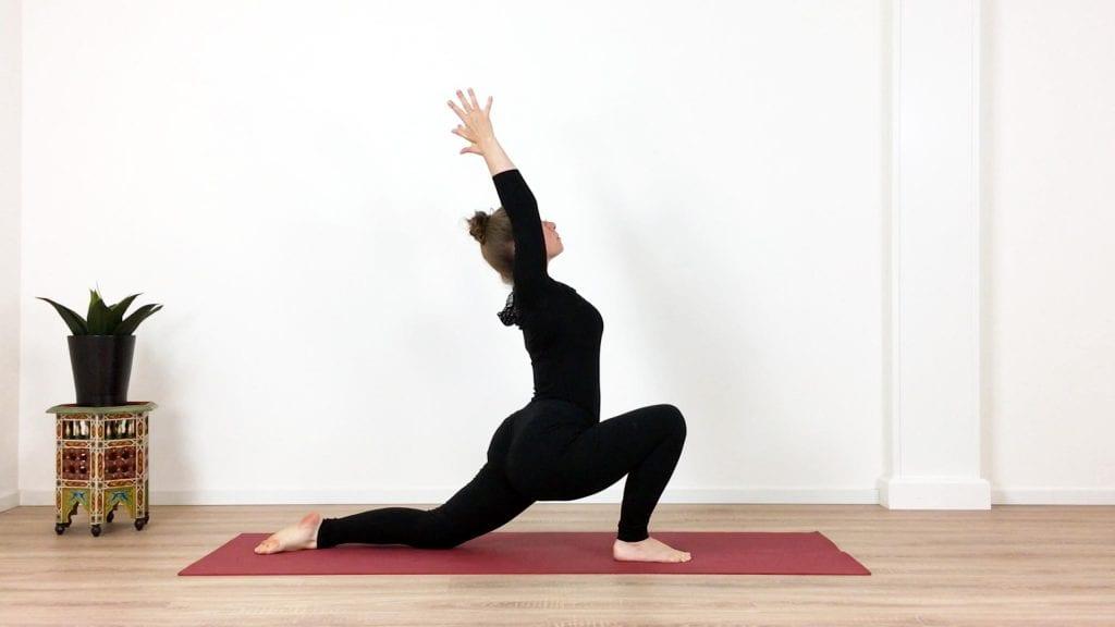 Uit de yogales Alternatieve Maangroet (Chandra Namaskar)
